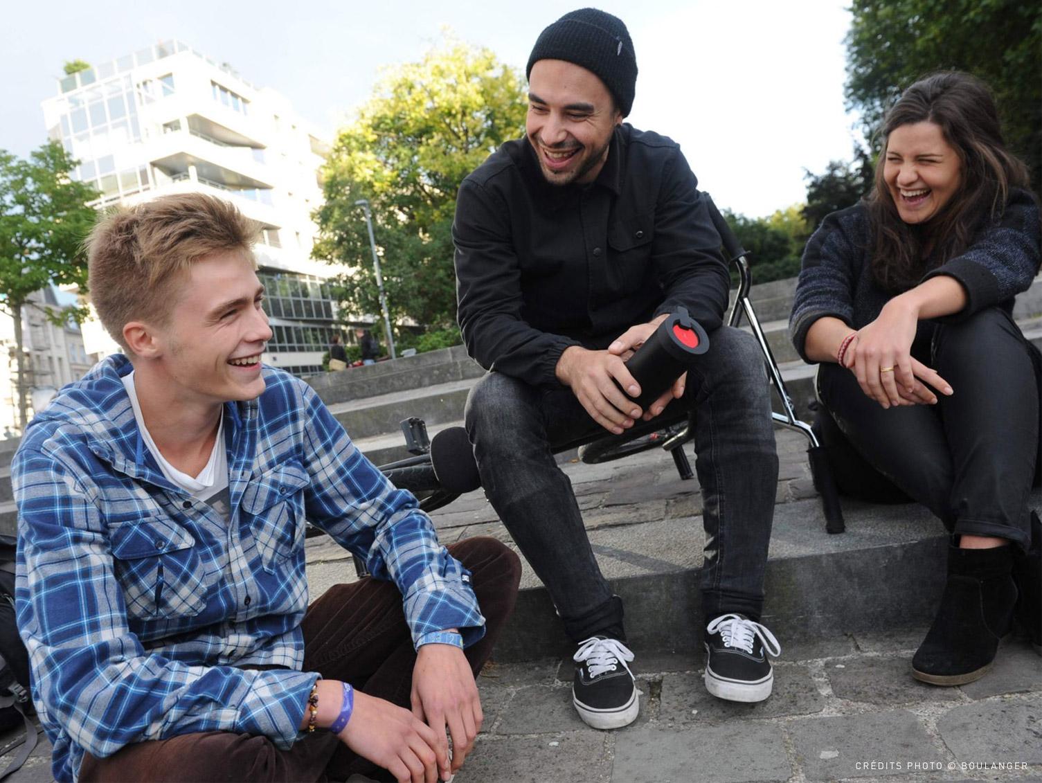 Photo jeunes dans la rue Oglo Boulanger