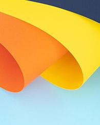 Photo feuilles de papier de couleur